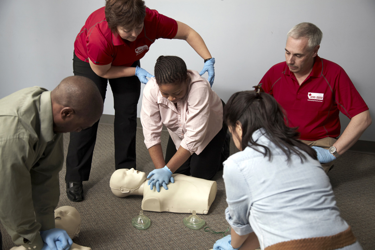 how to become a first aider